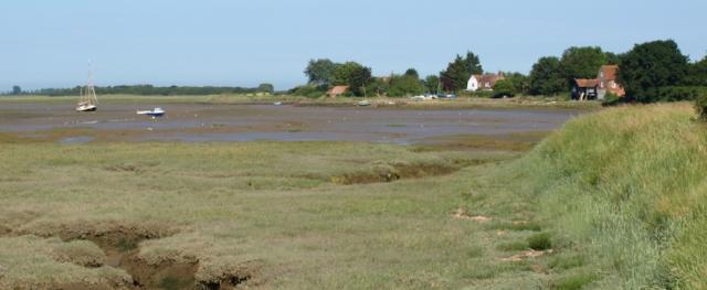 Approaching Kirby-le-Soken, The Wade - Ruth's coastal walk.