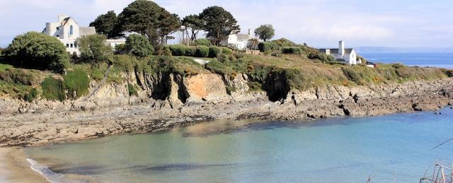 Colona Beach, Chapel Point, Ruth walking near Mevagissey