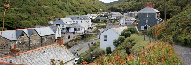 12 Boscastle village, Ruth on the SWCP