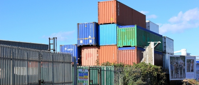b06 container land, Avonmouth Docks, Ruth walking the coastline