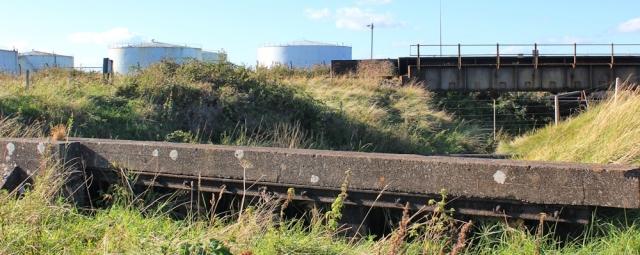 b11 lost in industrial edgeland, Ruth walking the Severn Way