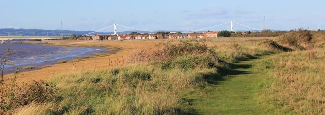 b19 approaching Severn Beach, Ruth walking the Severn Way