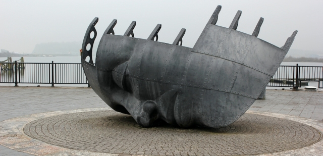 08 Merchant Seafarers War Memorial, Cardiff Bay, Ruth Livingstone