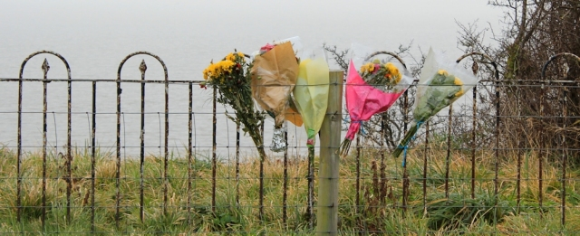 b06 memorial flowers, Penarth, Ruth on the Wales Coast Path