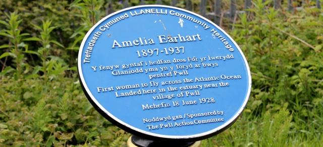 09 Amelia Earhart plaque, Ruth Livingstone