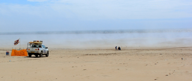 a19 weird shifting mist, beach at Pembrey, Ruth in Wales