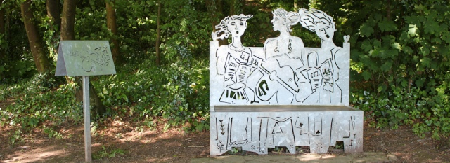 04 Bench sculpture commemorating Mayor in the Woods, Ruth in Llansteffan