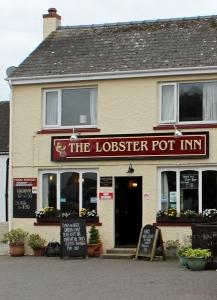 Lobster Pot Inn, Marloes, Ruth hiking in Wales