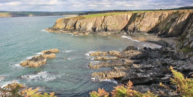 20 Pembrokeshire Coast Path, Ruth hiking to Newport