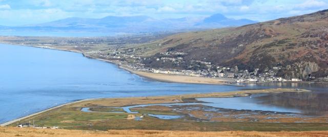 10 Barmouth and Lleyn Peninsula, Ruth walking in Wales
