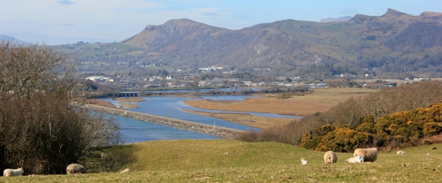 a03 Ruth Livingstone hiking the Wales Coast Path to Porthmadog