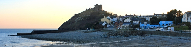 a25 Criccieth at sunset