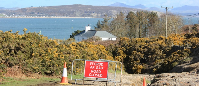05 Machroes, Ruth hiking the Llyn Coastal Path, Wales