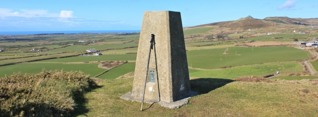 16 trig point on Mynydd Penarfynfdd, Ruth hiking in Wales, Aberdaron