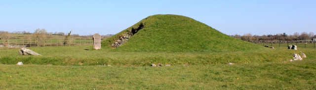 06 chambered Cairn, Bryncelli Ddu, Ruth Livingstone on Anglesey