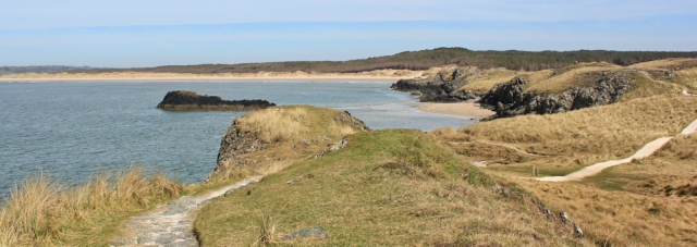 14 heading towards Traeth Penrhos, Malltraeth Bay, Ruth hiking in Anglesey