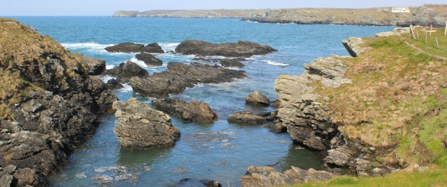 03 Ruth hiking on Anglesey, Trearddur