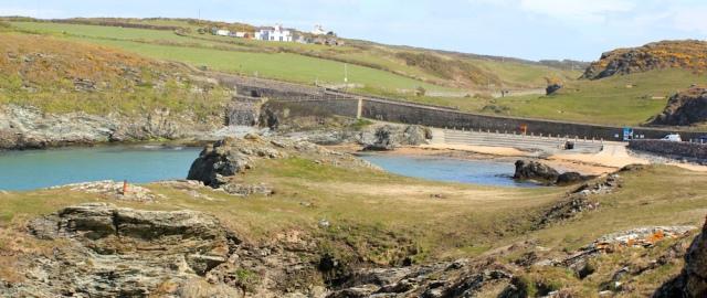 06 Porth Dafarch, Ruth's coastal walk, Anglesey, Holy Island