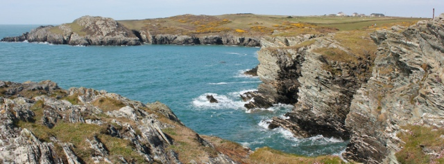 07 Ruth hiking Ynys Gybi coast, Anglesey