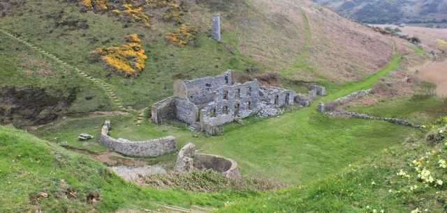 08 ruined buildings, Dinas Gynfor, Ruth on the Isle of Anglesey Coast Path