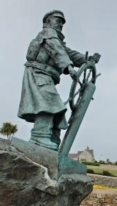 17a statue, Moelfre, Ruth Livingstone
