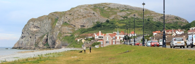 a02 Little Orme, Ruth hiking in Llandudno, North Wales