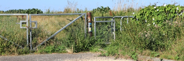 05 hidden gate, Ruth's coastal walk, Ribble Estuary, Crossens