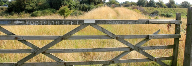 01-private-footpath-ruth-hiking-in-lancashire