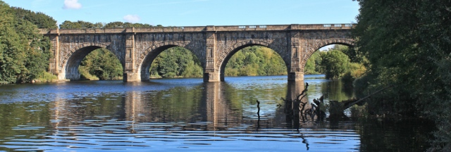 05-lune-acqueduct-ruth-walking-in-lancaster