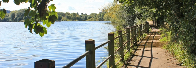 07-footpath-ruth-hiking-up-the-river-lune-lancaster