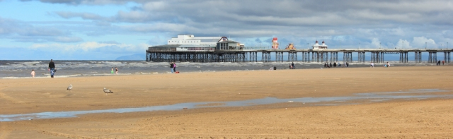 10-north-pier-ruth-hiking-the-coast-blackpool