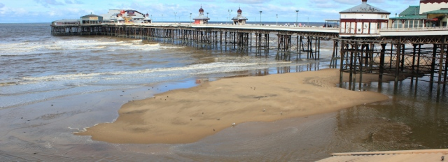 14-tide-under-pier-blackpool-ruths-coastal-walk