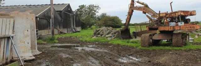 18-mucky-farmyard-ruth-hiking-the-lancashire-coastal-way