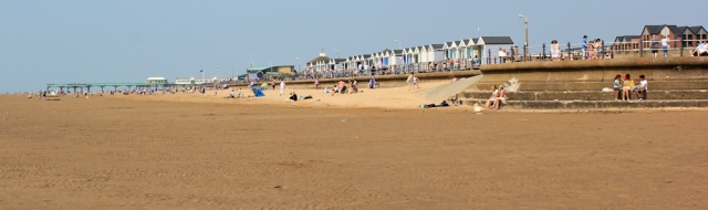 20-beach-walking-ruth-in-lytham-st-annes