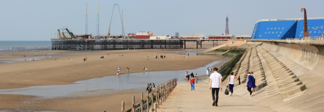 40-onwards-to-south-pier-ruths-coastal-walk-blackpool
