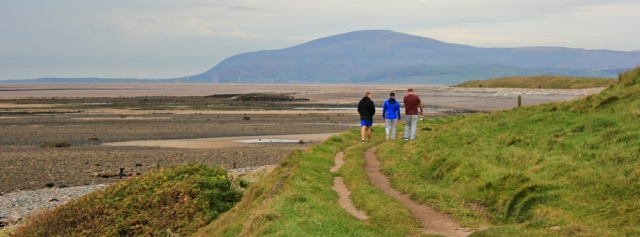 04-looking-towards-the-duddon-estuary-and-black-combe-ruth-hiking-around-walney-island