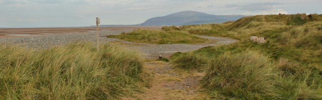 10-end-of-track-ruth-hiking-around-north-walney-nature-reserve