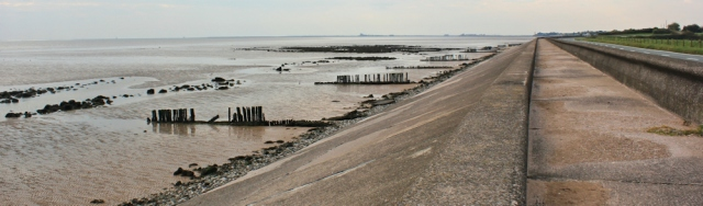15-coast-road-to-barrow-ruth-walking-around-morecambe-bay