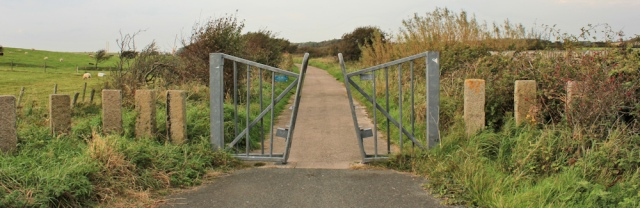 25-cycleway-to-barrow-in-furness-ruth-walking-from-rampside