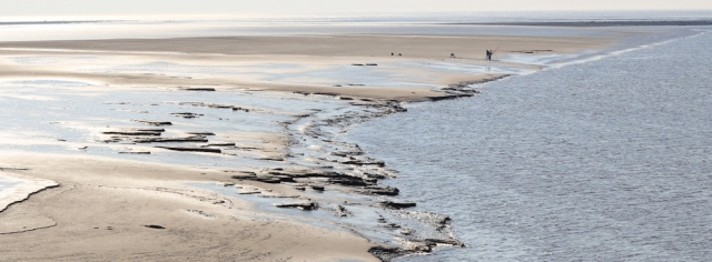 b13-fishermen-on-sands-morecambe-bay-ruth-walking-the-english-coast