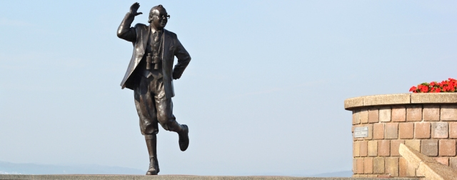 b16-eric-morecambe-ruth-walking-the-english-coast