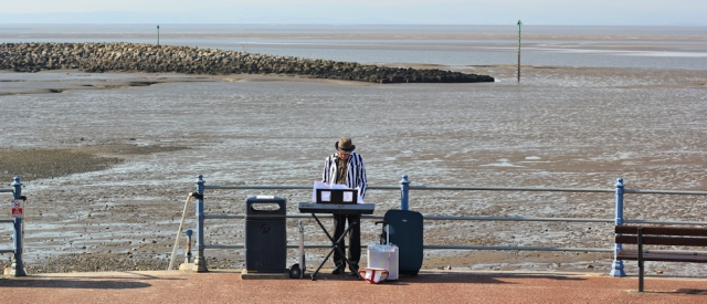 b17-busker-morecambe-bay-ruth-walking-the-english-coast