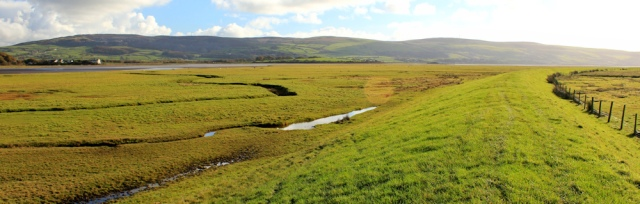 15-ruth-hiking-along-the-bank-of-duddon-estuary