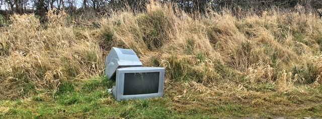 04-flytipping-ruths-coastal-walk-cumbria