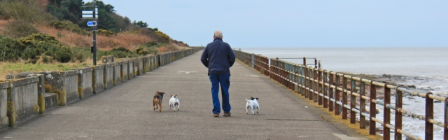 08-dog-walker-maryport-ruth-livingstone-walking-the-english-coast-cumbria