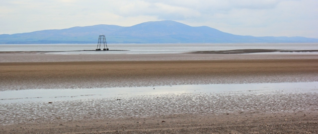 27-lees-scar-lighthouse-ruths-coastal-trek-silloth-cumbria