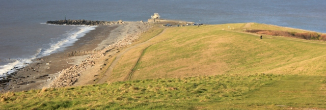 33-lighthouse-at-mouth-of-workington-harbour-ruths-coastal-walk-cumbria