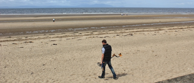 22 metal detecting, Ayr, Ruth hiking the coast of Scotland
