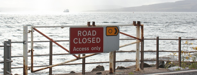 39 road closed sign, Skelmorlie, Ruth Livingstone hiking the coast