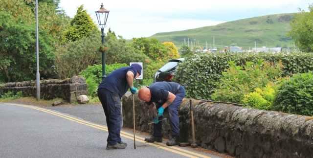 07 two workmen in road, Ruth walking the coast of Scotland